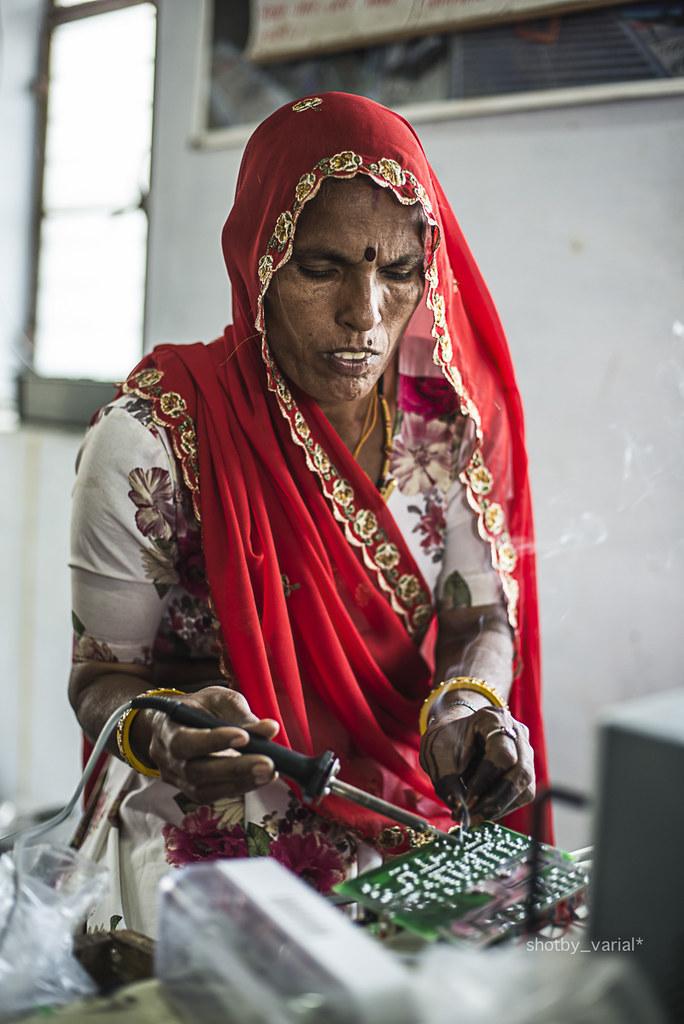 solar-mama-barefoot-college-dangerous-woman-creating-circuit-board