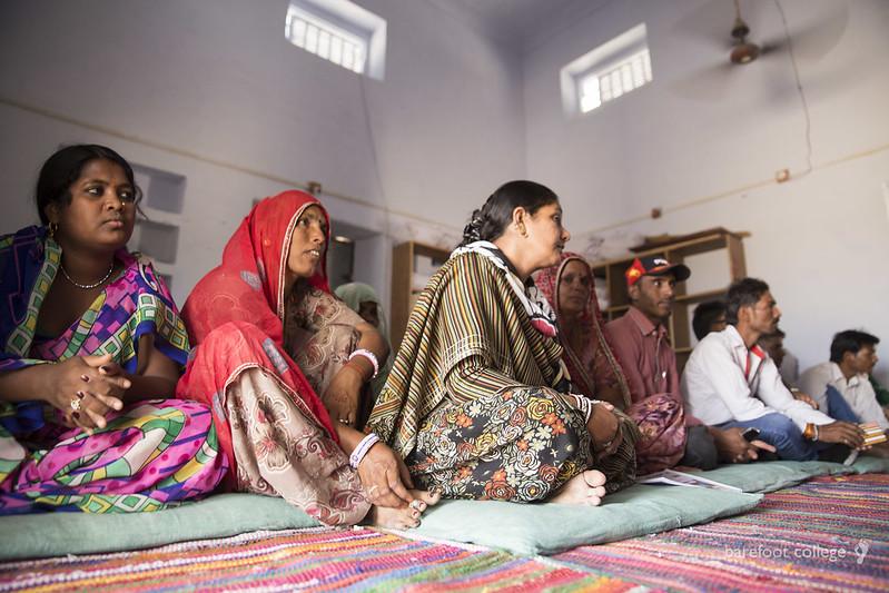 barefoot-college-teaching-women-empowerment